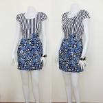 **สินค้าหมด Sale!! dress1946 เดรสแฟชั่น เสื้อลายทางขาวดำตัดต่อกระโปรงลายดอกไม้ โทนสีฟ้า