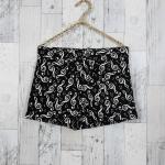 Shorts297 กางเกงขาสั้นซิปหน้า ผ้ายีนส์นิ่มลายตัวโน้ตโทนสีขาวดำ งานน่ารัก แมทช์กับเสื้อได้หลายแบบ
