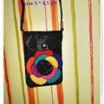 กระเป๋าใส่โทรศัพท์ มือถือ เศษสตางค์ สีดำ หนัง pu กันน้ำ ประดับลายดอกไม้ด้านหน้า หวาน ๆ สวยงาม หมดปัญหาเรื่องการลืมโทรศัพท์อีกต่อไป te003