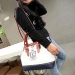 กระเป๋าถือ กระเป๋าสะพาย ผู้หญิง สีขาว ตัดกับสีแดง แฟชั่น วัยรุ่น อังกฤษ กระเป๋าหนัง pu แบบสวย มีดีไซน์ ใส่ของได้เยอะค่ะ 919562