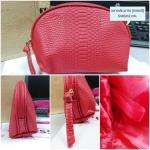 กระเป๋าเครื่องสำอาง Estee Lauder สีแดง ปั้มลายนูน