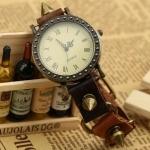 นาฬิกาข้อมือ สายหนังแท้ นาฬิกาข้อมือผู้หญิง สไตล์วินเทจ แนว ร็อค พั้งค์ ติด หมุด หนาม รอบเส้น แบบเก๋ ๆ ใส่เท่ ๆ สวยค่ะ 9009277