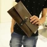 กระเป๋าถือ ผู้ชาย สไตล์ วินเทจ โชว์ลายหนัง สีน้ำตาล และ สีดำ กระเป๋าถือ แบบแบน กระเป๋าสตางค์ ใบใหญ่ ใส่บัตรได้เยอะ แบบถือ ด้านนอก สวยเก๋ เท่ค่ะ 69921