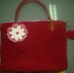 กระเป๋าหิ้วสีแดง