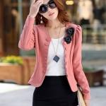 เสื้อสูทผู้หญิง แขนยาว แบบพอดีเอว เสื้อสูท สีชมพู ตุ่น ๆ ดีไซน์ แต่งกระดุม ติดดอกไม้ สีดำ ที่คอเสื้อ เสื้อคลุม แบบทางการ 277452_1