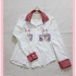 **สินค้าหมด blouse1953 เสื้อเชิ้ตแฟชั่นน่ารักสกรีนลายกระต่าย คอปกลายสก็อตขาวแดง กระดุมหน้า ผ้าไหมอิตาลีสีขาวครีม