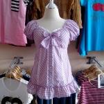 **สินค้าหมด Sale!! blouse1526 เสื้อแฟชั่นผ้าคอตตอนลายสก็อตเล็ก แขนตุ๊กตา กระดุมหน้า ผูกโบว์อก ชายระบาย โทนสีม่วงอ่อน