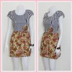 **สินค้าหมด Sale!! dress1945 เดรสแฟชั่น เสื้อลายทางขาวดำตัดต่อกระโปรงลายดอกไม้ โทนสีเขียว