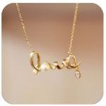 สร้อยคอแฟชั่น อักษร Love ประดับมุข สีทอง