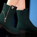 รองเท้าบูท ส้นเตี้ย รองเท้าแฟชั่น ผู้หญิง บูทเล็ก ๆ ติดคริสตัลเสือ และ ดีไซน์ แต่งซิป ที่ข้อเท้า รองเท้าสาวเปรี้ยว สีเขียว ขี้ม้า 330581_2