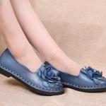 รองเท้าหุ้มส้น ผู้หญิง รองเท้าหนังแท้ รองเท้าคัทชู รองเท้าใส่เที่ยว รองเท้าหนังนิ่ม ดีไซน์ ดอกกุหลาบ สีฟ้าคราม ตกแต่งหน้าเท้า สวยหรู มีระดับ 270218_1
