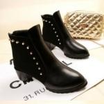 รองเท้าบูทผู้หญิง รองเท้ามาร์ตินบูท สำหรับสาวนักบิด สาวซิ่ง ขับมอเตอร์ไซค์ หรือ แข่งรถ รองเท้าหนัง pu สีดำ ปุกหมุด แต่งซิปด้านหลัง 759257