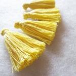 พู่สีเหลืองโครเชต์ ด้ายถัก venus เบอร์ 16 yellow tassel crochet acrylic yarn no.16