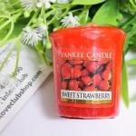 Yankee Candle / Samplers Votives 1.75 oz. (Sweet Strawberry)