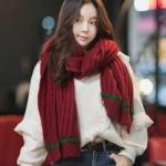 ผ้าพันคอ ไหมพรม เกาหลี สีแดงคาดเขียว มิกกับชุดไหนก็สวย พร้อมส่ง
