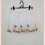 **สินค้าหมด skirt271 กระโปรงแฟชั่นงานแพลตตินั่ม ผ้ามุ้งปักชายลายดอกไม้คลุมทับผ้าแก้ว สีขาวดอกครีม เอวยืดลายลูกไม้ 26-34 นิ้ว