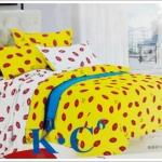 ชุดผ้าปูที่นอน ขนาด 6 ฟุต 5 ชิ้น พร้อม ผ้านวมหนานุ่ม สีเหลือง สลับ ขาว เหมาะกับ วัยซน ลายลิปติก sn002