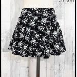 **สินค้าหมด skirt299 กางเกงกระโปรง ผ้าหนังไก่เนื้อนุ่มลายดอกไม้ พื้นสีดำ