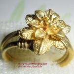 (ขายแล้วค่ะ) C009 แหวนทองเหลือง รูปดอกไม้เล็ก ขนาดความกว้างวง 2 ซม