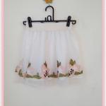 **สินค้าหมด skirt272 กระโปรงแฟชั่นงานแพลตตินั่ม ผ้ามุ้งปักชายลายดอกไม้คลุมทับผ้าแก้ว สีขาวดอกชมพู เอวยืดลายลูกไม้ 26-34 นิ้ว