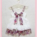 **สินค้าหมด blouse2133 เสื้อแฟชั่นสายเดี่ยวผ้านิ่มสีขาว แต่งโบว์อกและชายระบายลายดอกไม้โทนสีม่วงครีม