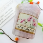 Yankee Candle / Samplers Votives 1.75 oz. (Honey Blossom)
