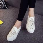 รองเท้าผ้าใบ ผู้หญิง รองเท้าหุ้มส้น แบบสวม แบบไม่มีเชือก รองเท้าผ้าใบสีขาว แต่งหมุดสีทอง สุดหรู รองเท้าเท่ ๆ ใส่ได้ทุกโอกาส 259984