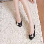 รองเท้าหุ้มส้นผู้หญิง หนัง pu ดีไซน์ เก๋ ตกแต่ง คริสตัล แอปเปิ้ล ด้านหน้ารองเท้า รองเท้าผู้หญิง ไม่มีส้น สีพื้น สีดำ 94339