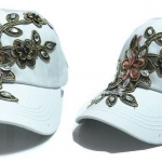 หมวกแก๊ป หมวกมีปีก หมวกยีนส์ หมวกผู้หญิง เท่ หมวกเบสบอล ผ้ายีนส์ แต่งคริสตัล ลายดอกไม้ หมวกใส่กันแดด สีขาว 344990