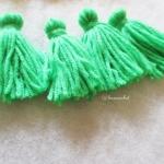 พู่สีเขียวโครเชต์ ไหมพรม 4 ply green tassel crochet acrylic yarn 4 ply