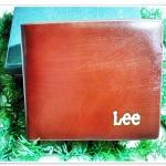 กระเป๋าสตางค์ Lee สีน้ำตาลลายไม้ กระเป๋าสตางค์ ผู้หญิง ผู้ชาย ใช้ได้ ด้านในใส่บัตร ได้เยอะ มีช่องซิป ด้านใน กระเป๋าสตางค์หนังแท้ no le101