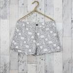 SALE!! Shorts302 กางเกงขาสั้น กระดุมซิป ผ้ายีนส์นิ่มลายตัวโน้ตเมฆดาวโทนสีขาวเทา Size L รอบเอว 31 นิ้ว สะโพก 38 นิ้ว