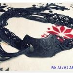 เข็มขัดเชือกถักสีดำ ร้อยลูกปัด ด้านหน้าเป็นกะลา งานคาวบอย