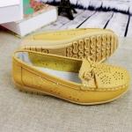 รองเท้าหุ้มส้น ผู้หญิง รองเท้าหนังแท้ รองเท้าคัทชู ใส่เที่ยว ใส่ทำงาน หนังแท้ ใส่สบาย ยึดหยุ่นสูง สีเหลือง ปั้มลายดอกไม้ 967424