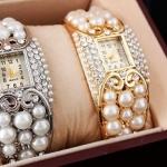 นาฬิกาข้อมือผู้หญิง นาฬิกาแบบ กำไลข้อมือ ฝังมุก สุดหรู สีทอง และ สีเงิน นาฬิกา แบบ ใส่ออกงาน สวยหรู ของขวัญให้แฟน แบบมีระดับ 229761