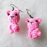 ต่างหูถัก รูปหมีชมพู ขนาด 1.5 นิ้ว mimi bear amigurumi earrings crochet 1.5 inches