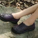 รองเท้าหุ้มส้น ผู้หญิง รองเท้าหนังแท้ รองเท้าคัทชู รองเท้าใส่เที่ยว รองเท้าหนังนิ่ม สีม่วง ดีไซน์ ลายนกยูง แสนสวย ใส่สบาย สวยเก๋ 399504_2