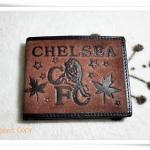 กระเป๋าสตางค์หนังสีน้ำตาลเข้ม ลายทีมฟุตบอล Chelsea A2005