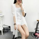 เสื้อคลุมชีฟองสีขาว ผ้าเป็นลายริ้วในตัวเนื้อดี เก๋ไก๋ดูดี ใส่ได้หลายแบบ พร้อมส่งจ้า