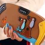 กระเป๋าสตางค์ผู้หญิง กระเป๋าสตางค์ใบยาว ทรงโค้ง ดีไซน์ใหม่ แต่งโลโก้ รูปสุนัขคู่ น่ารักมาก กระเป๋าสตางค์วัยรุ่น ผู้หญิง สีน้ำตาล 560339_1