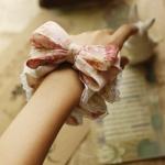 โดนัทรัดผมโบว์สไตล์ญี่ปุ่นผ้าชีฟองลายดอกไม้สีชมพูขลิบลูกไม้