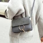 กระเป๋าแฟชั่นผู้หญิง ทรงสีเหลี่ยม ใบเล็ก