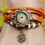 นาฬิกาข้อมือผู้หญิง นาฬิกา สายหนังถัก แบบสร้อยข้อมือ ห้อยจี้ ดอกไม้ ดอกโคลเว่อร์ สัญลักษณ์ ของความสุข ความโชคดี สีส้ม 36588