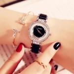 นาฬิกาข้อมือ ผู้หญิง สายสแตนเลส หน้าปัดฝังเพชร ดีไซน์ มีเพชรกลิ้ง ด้านใน สวยหรู ไฮโซ สายสีชมพู ขาว ดำ ตัดกับเงิน 773559