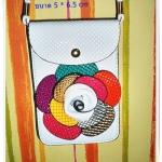 กระเป๋าใส่โทรศัพท์มือถือ สีขาว สะพายข้าง หนัง pu กันน้ำ ประดับลายดอกไม้ด้านหน้า สวยงาม หมดปัญหาเรื่องการลืมโทรศัพท์อีกต่อไป te001