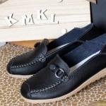 รองเท้าผู้หญิง รองเท้าหนังแท้ หุ้มส้น แบบคัชชู ไม่มีส้น ใส่สบาย แต่งลายคาดเข็มขัดหน้าหน้า รองเท้าใส่เที่ยว ใส่ทำงาน สีดำ 96584