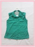 blouse2022 เสื้อแฟชั่นคอปกระบายบ่า กระดุมหน้า แขนกุด ผ้าไหมอิตาลีสีเขียว