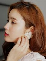 ต่างหูแฟชั่นสไตล์เกาหลีดอกไม้แต่งมุกสีครีม