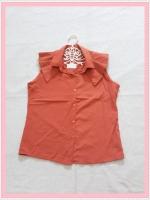 blouse2024 เสื้อแฟชั่นคอปกระบายบ่า กระดุมหน้า แขนกุด ผ้าไหมอิตาลีสีส้มอิฐ