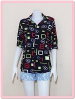 blouse2072 เสื้อเชิ้ตแฟชั่น คอปก แขนยาว กระดุมหน้า ผ้าชีฟองลายเหลี่ยมวงกลมพื้นสีดำ